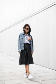 leather-skirt-leather-midi-skirt-sneakers-denim-jacket-fall-via-lucitisima-682x1024