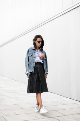 leather-skirt-leather-midi-skirt-sneakers-denim-jacket-fall-via-lucitisima-682x1024